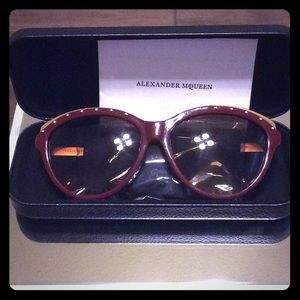 🕶Alexander McQueen Sunglasses 🕶